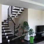 Лестница металлокаркасная